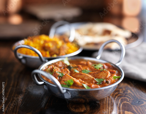 Photo Stands Ready meals indian butter chicken curry in balti dish