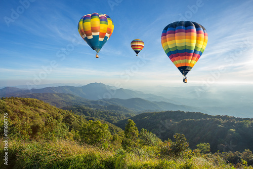 Tuinposter Ballon Hot air balloon above high mountain at sunset