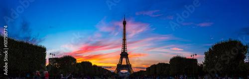 Staande foto Parijs Eiffel Tower at sunset in Paris