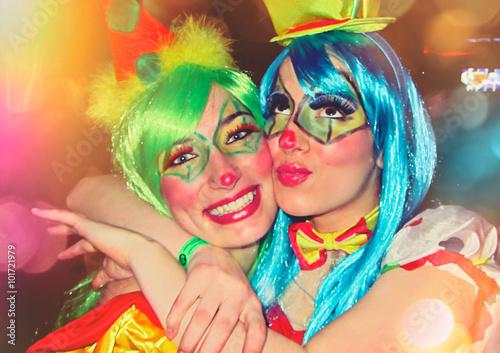 Staande foto Carnaval Freundinnen haben Spaß im / Carneval