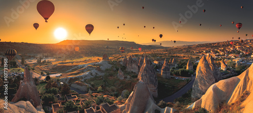 Poster Montgolfière / Dirigeable Cappadocia valley at sunrise