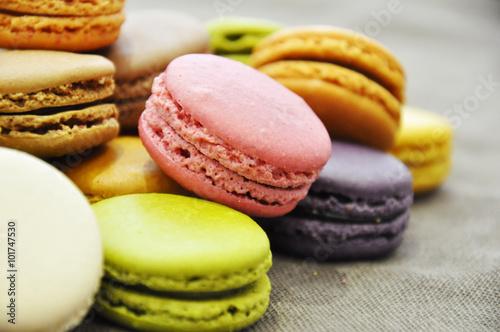 Staande foto Macarons Macarons en vrac de couleur