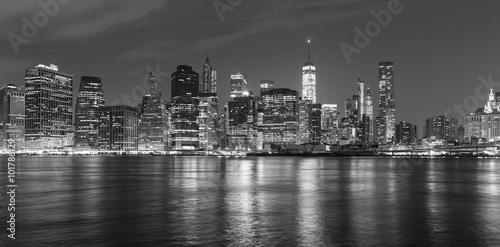 Foto op Aluminium New York Black and white picture of Manhattan at night, USA