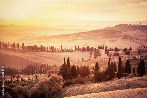 Deurstickers Toscane Wonderful Tuscany landscape with cypress trees, farms and small medieval towns, Italy. Vintage sunset