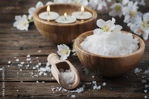 Fotografia  SPA treatment with salt, almond and candles