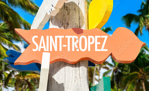 Valokuva Saint-Tropez welcome sign with palm trees