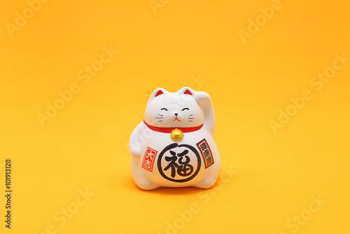 Valokuva 招き猫 / 金運、幸運を招く猫の置物