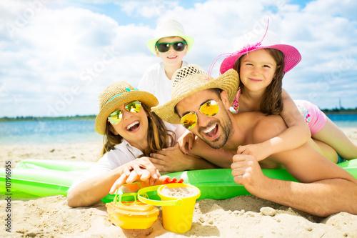 Cuadros en Lienzo  Urlaub am Strand mit Kindern