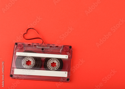 Fotografía  Vintage audio cassette with loose tape shaping a heart