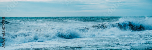 Deurstickers Zee / Oceaan Beautiful sea waves