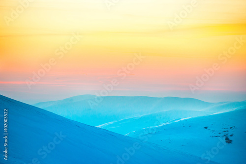 Autocollant pour porte Jaune de seuffre Sunset in winter mountains