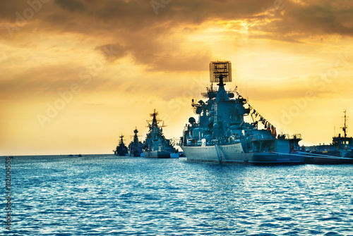 Fotomural Military navy ships in a sea bay