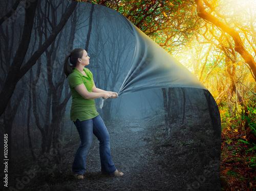 Fotografía  La mujer y el bosque de miedo