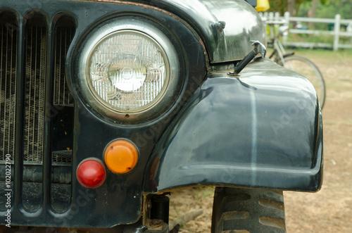 In de dag Vintage cars Headlight of the silver car