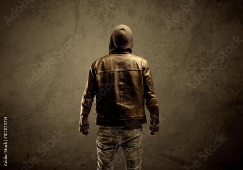Fotografía  Undercover hooded stranger in the dark