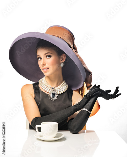 Photo  Girl in retro - clothing, drinking a delicious morning coffee