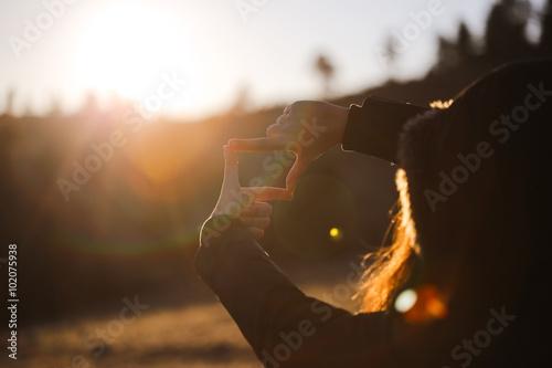 Fotografie, Obraz  The woman hand framing distant.