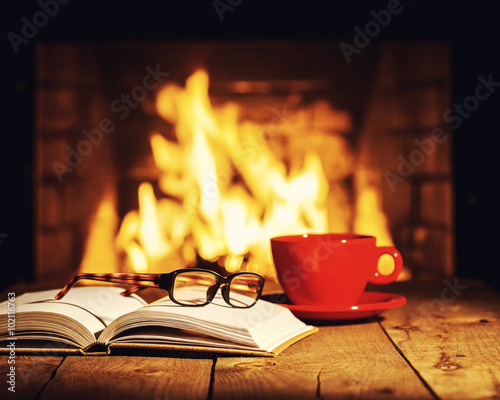 Canvas Print Red cup of coffee or tea, glasses and old book on wooden table n