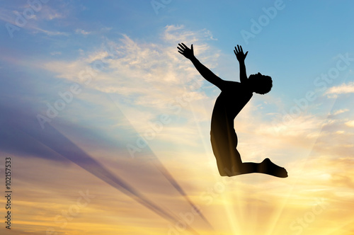 Photo  Silhouette happy man jumping