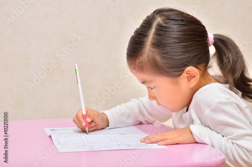 Fotografía  真剣に勉強する女の子