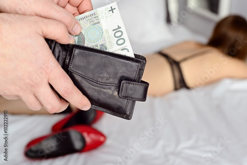 Fotografía  The man pays a prostitute with Polish money zloty