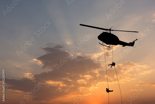 Tuinposter Helicopter Helicopter, soldiers rescue helicopter operations