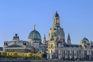 Fototapeta na wymiar Academy of Fine Arts and Frauenkirche, Dresden