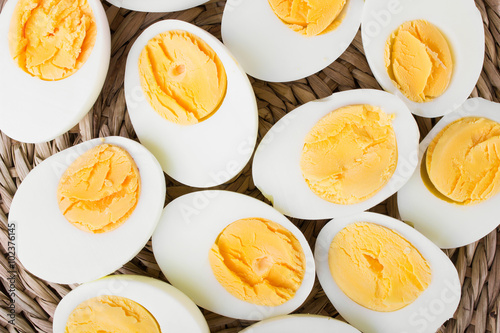 Fotografia  sliced hard boiled eggs