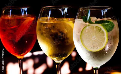 Fototapeta  Cocktails: aperol spritz, sprizz (spriss), Martini royale