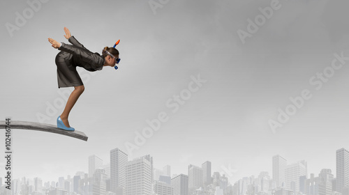 Photo  Businesswoman jumping in water