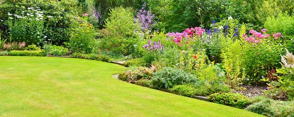 Gartenanlage mit Rasenfläche