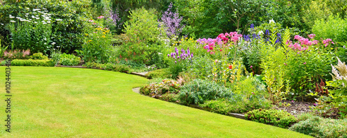La pose en embrasure Jardin Gartenanlage mit Rasenfläche