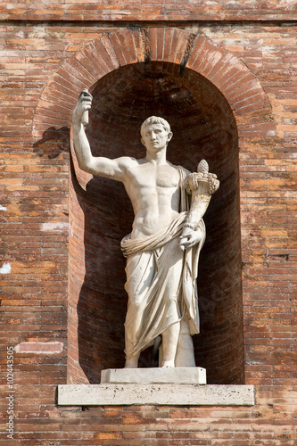 Fotografie, Obraz  Ancient Roman Statue in Brick Wall Alcove