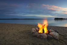 Camp Fire On Sandy Beach, Besi...