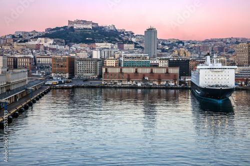 Foto auf Gartenposter Stadt am Wasser Naples seaport, Italy. Sea front houses.