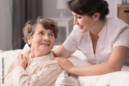 Fotografía  Helpful young woman