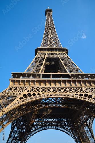 Foto  Eiffel tower from below