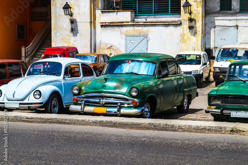 Deurstickers Cubaanse oldtimers Retro, vintage cars and oldtimers in Cuba.