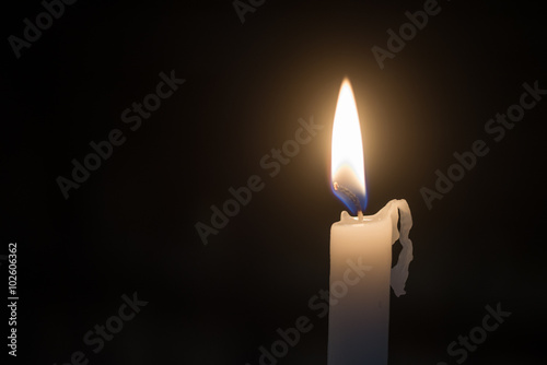 Valokuva  Candele accese nel buio