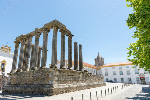 Deurstickers Rudnes Dianna Temple and cathedral tower in Evora.