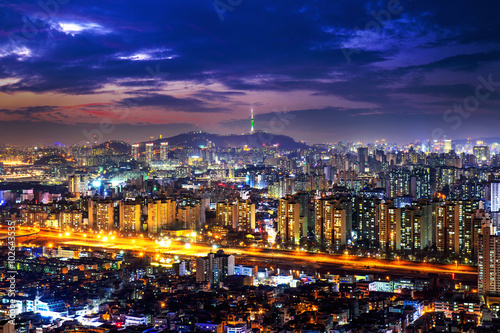 Photo sur Aluminium Seoul View of downtown cityscape and Seoul tower in Seoul, South Korea.