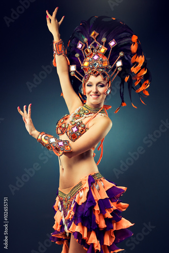 Cadres-photo bureau Carnaval Beautiful slender dancer , belly dance in motion in a colorful costume .Dancer in motion in carnival costume