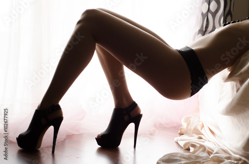 High Kaufen Heels Bed Posing Sie Woman In On – Lingerie Sexy And 5A4LR3j