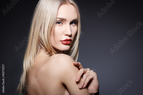 Tela  Beautiful sensual blonde woman. Beauty portrait.