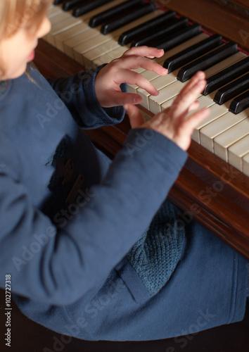 Fotografie, Obraz  Piccola pianista