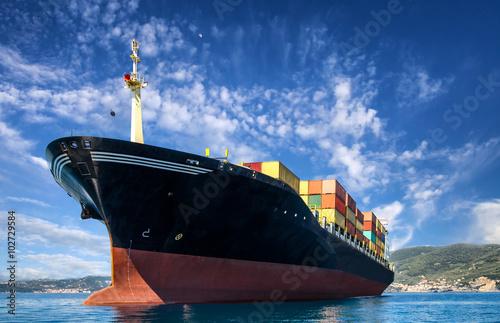 Fotografia  cargo freight, container ship in sea