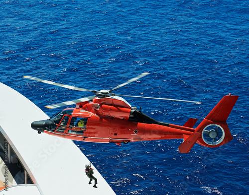 fototapeta na szkło lifeguard descend from helicopter