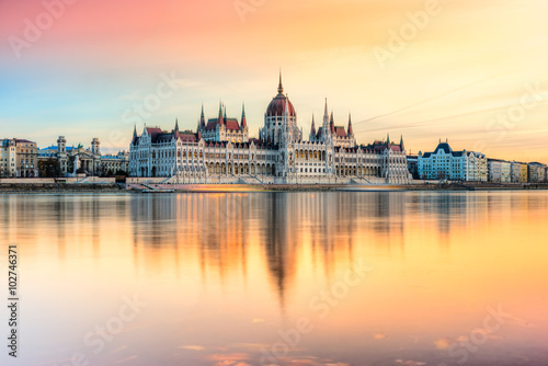 obraz dibond Budapest parliament at sunset, Hungary