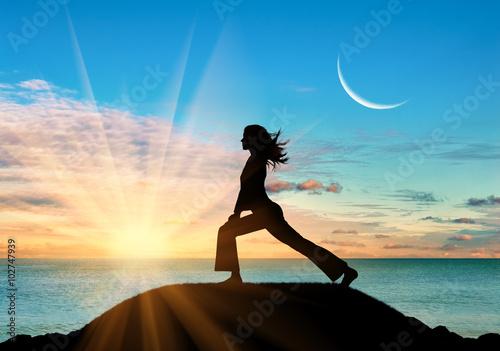 Poster  Silhouette eines Mädchens Yoga zu praktizieren