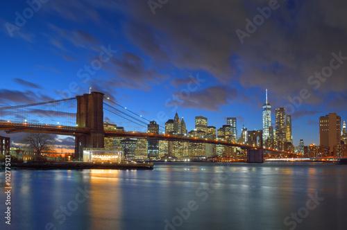 Photo Stands New York Brooklyn Bridge at night.